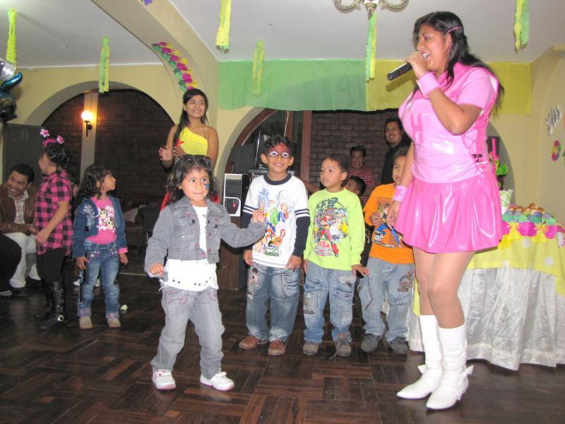 Bailando la Telecumbia